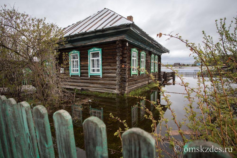 Усть-Ишим. Подтопленные дома и приусадебные участки на улице Грязнова