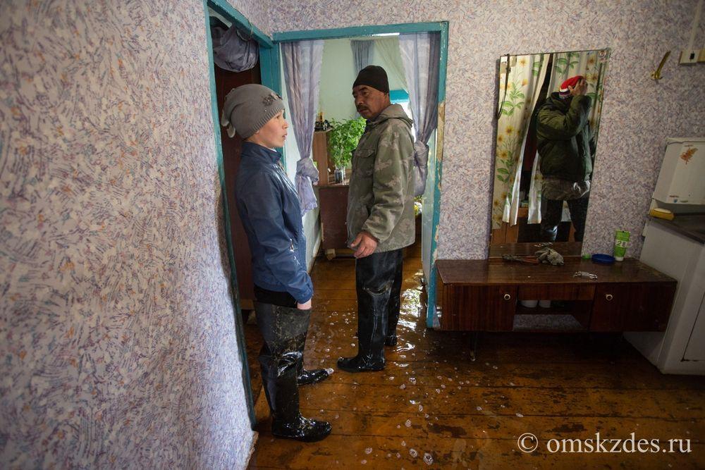 Усть-Ишимский район, село Эбаргуль. Подтопленные жилой дом и приусадебный участок на улице Озёрная, 2