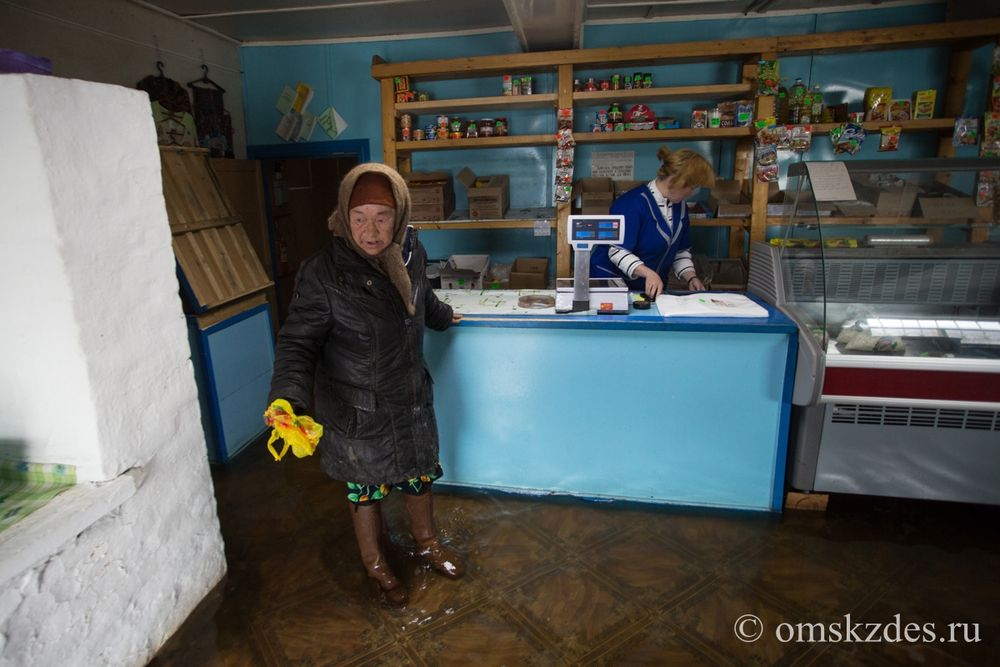 Затопленный магазин в селе Эбаргуль Усть-Ишимского района