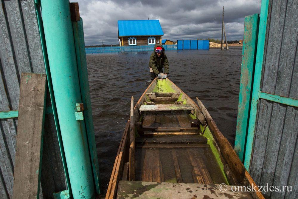 Подтопленные дома и приусадебные участки в селе Эбаргуль, Усть-Ишимский район