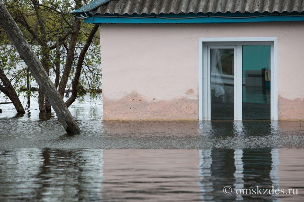 Усть-Ишим. Затопленные дома и приусадебные хозяйства на улице Жукова